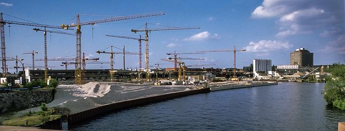 Blick von der Moltkebrücke: Hauptbahnhof (Baustelle), Spree Berlin 1999