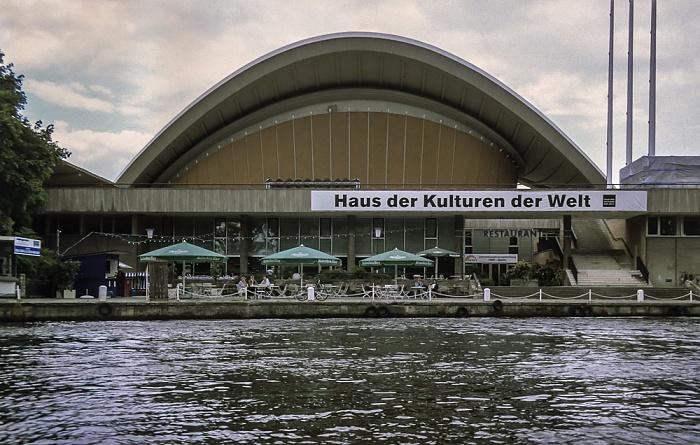 Tiergarten: Spree, Haus der Kulturen der Welt (Kongresshalle) Berlin 1999