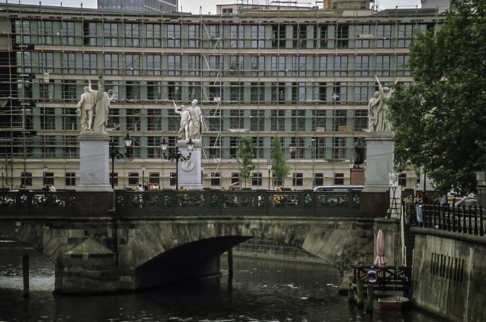 Mitte: Spreekanal, Schloßbrücke Berlin 1999