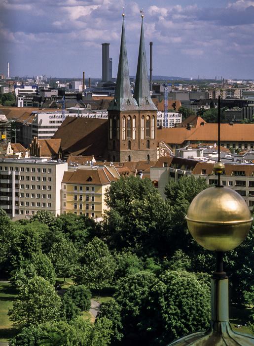 Blick vom Berliner Dom: Nikolaiviertel mit der Nikolaikirche