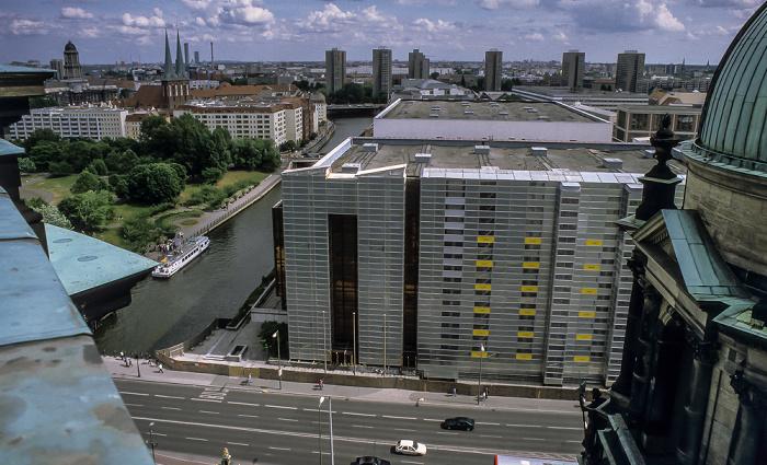 Blick vom Berliner Dom: Liebknechtbrücke / Schloßplatz, Palast der Republik Berlin