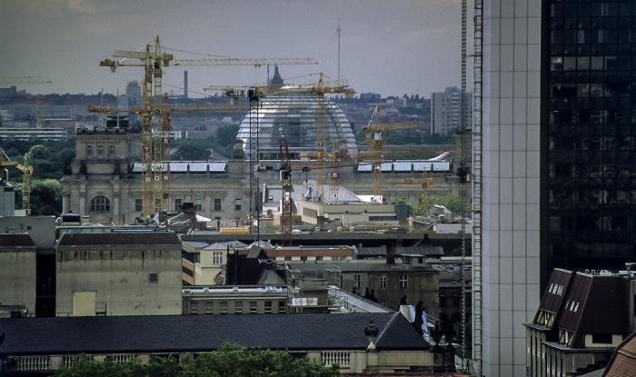 Blick vom Berliner Dom: Reichstagsgebäude Internationales Handelszentrum