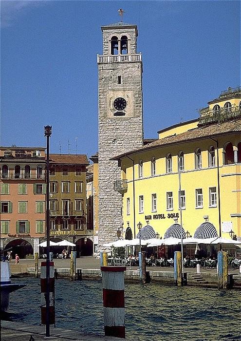 Riva del Garda Piazza Tre novembre, Torre Apponale, Hafen
