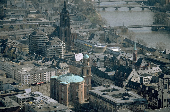Frankfurt am Main Blick vom MainTower: Stadtzentrum Kaiserdom St. Bartholomäus Nikolaikirche Ostzeile Paulskirche Rathaus Römerberg