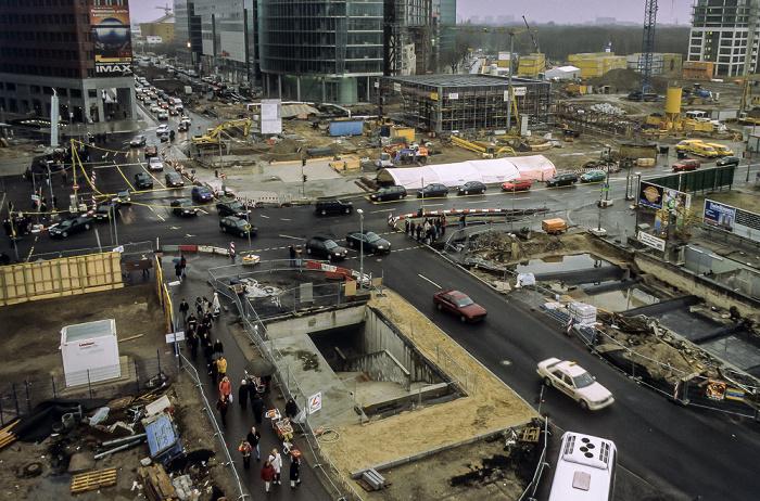 Blick von der Info-Box Potsdamer Platz: Potsdamer Straße / Potsdamer Platz / Leipziger Straße (Baustellen) Berlin 2000