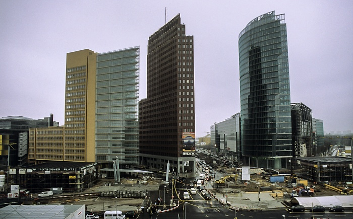 Blick von der Info-Box Potsdamer Platz: Potsdamer Platz / DaimlerChrysler-Areal / Sony-Turm Berlin 2000