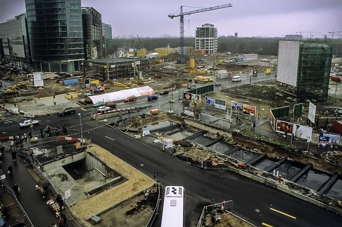 Blick von der Info-Box Potsdamer Platz: Potsdamer Platz / Leipziger Straße (Baustellen) Berlin 2000