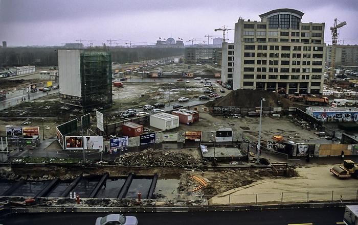 Blick von der Info-Box Potsdamer Platz: Leipziger Straße / Leipziger Platz (Baustellen) Berlin 2000