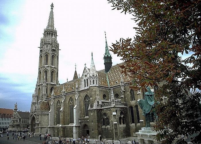 Budapest Matthiaskirche Dreifaltigkeitsplatz Dreifaltigkeitssäule Reiterstatue des heiligen Stephan