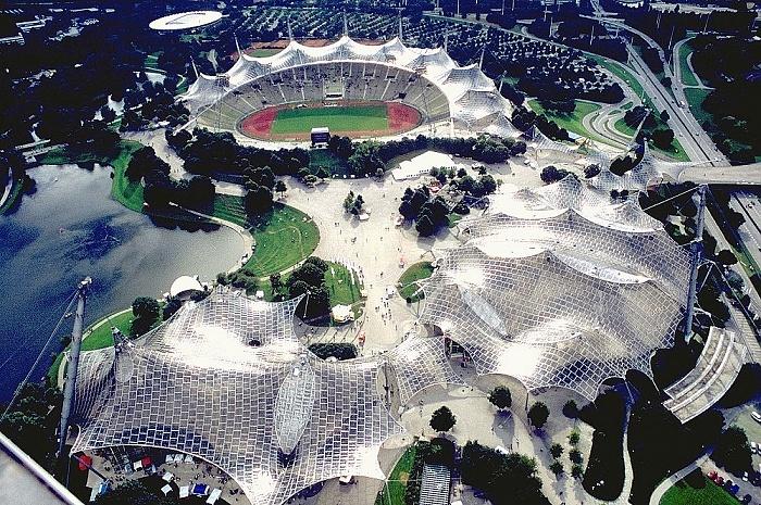 Blick vom Olympiaturm: Olympiapark München 2000