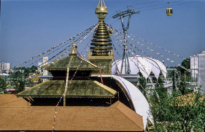 Hannover EXPO 2000: Dach des Himalaja-Pavillons des Königsreichs Nepal Mexikanischer Pavillon Venezuelanischer Pavillon