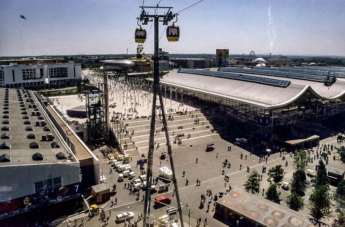 Hannover EXPO 2000: Exponale zwischen Messehalle 7 und 9 Bertelsmann Planet m Messehalle 9 Riesenrad Mega Wheel 2000 TUI Arena