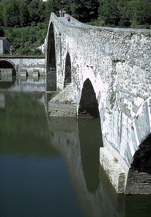Borgo a Mozzano Ponte della Maddalena (Ponte del Diavolo, Teufelsbrücke) über den Fiume Sérchio