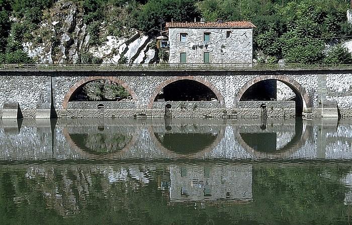 Borgo a Mozzano Ufer des Fiume Sérchio