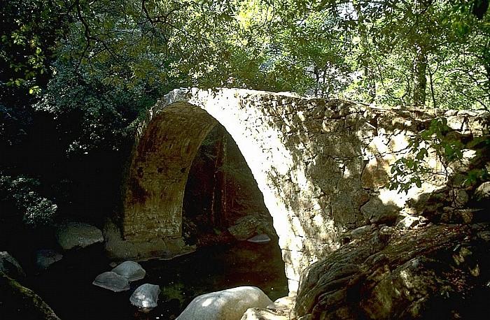 Spelunca Genuesische Brücke am Zusammenfluss von Aitone und Tavulella