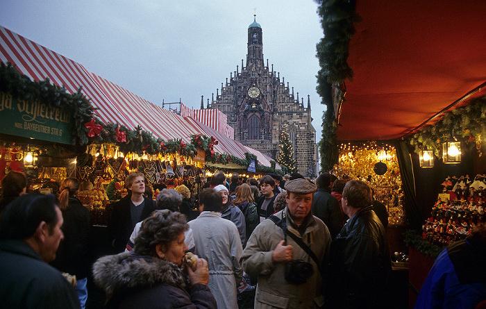 Nürnberg Hauptmarkt: Christkindlesmarkt Frauenkirche