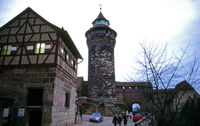 Kaiserburg: Sinnwellturm Nürnberg 2000