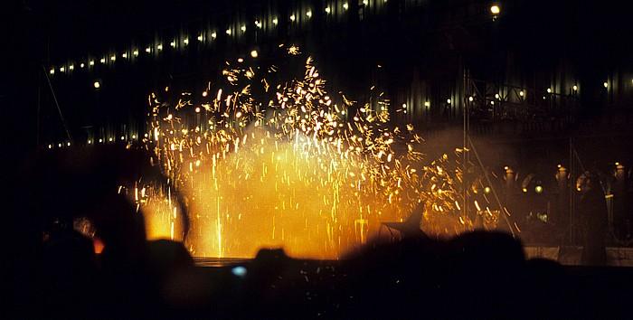 Piazza San Marco: Feuerspektakel (Karneval von Venedig) Procuratie Nuove