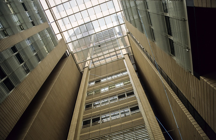 DaimlerChrysler-Areal: debis-Haus (Atrium) Berlin 2001