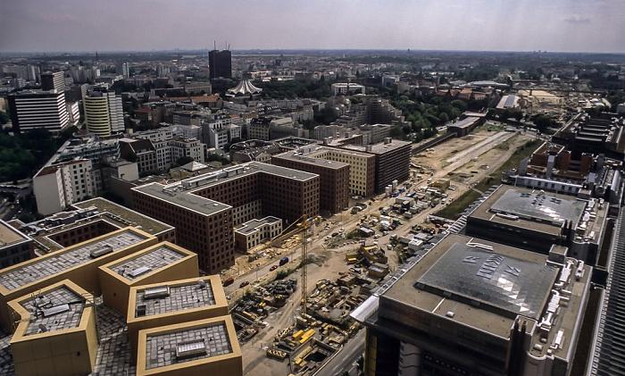 Blick vom Gebäude Potsdamer Platz 1: Park Kolonnaden Berlin 2001