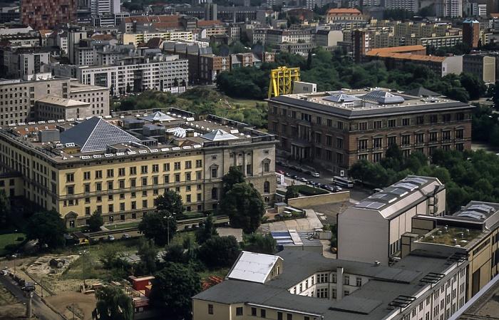 Blick vom Gebäude Potsdamer Platz 1: Abgeordnetenhaus von Berlin (Preußischer Landtag) und Martin-Gropius-Bau (rechts) Berlin 2001
