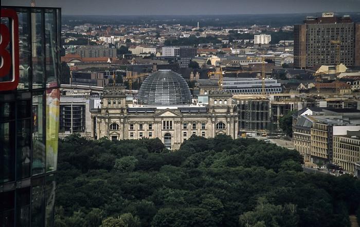 Blick vom Gebäude Potsdamer Platz 1: Reichstagsgebäude Berlin 2001