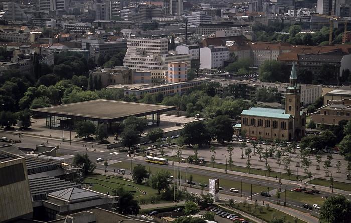 Blick vom Gebäude Potsdamer Platz 1: Kulturforum mit Neuer Nationalgalerie und St.-Matthäus-Kirche Berlin 2001