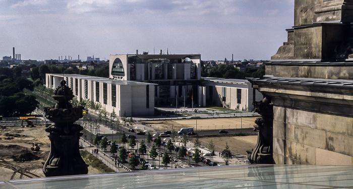 Blick vom Dach des Reichstagsgebäudes: Bundeskanzleramt Berlin 2001