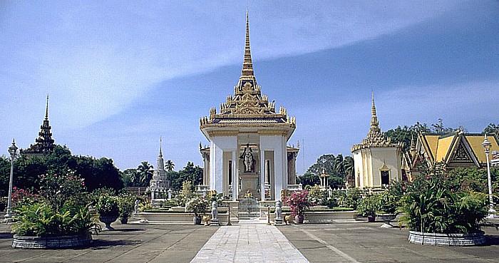 Phnom Penh Silberpagode: Reiterstandbild von König Norodom
