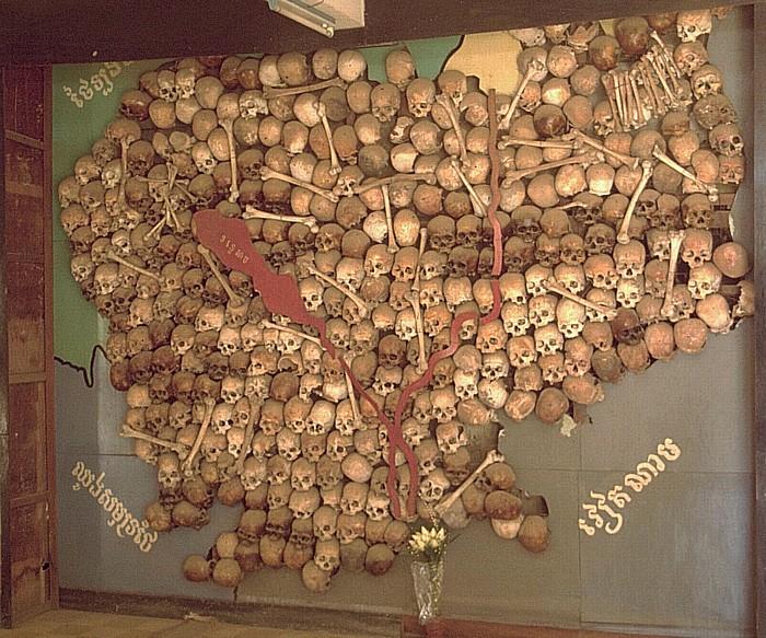 Phnom Penh Tuol Sleng-Museum: Schädel von Toten bilden die Landkarte Kambodschas Tuol Sleng Museum