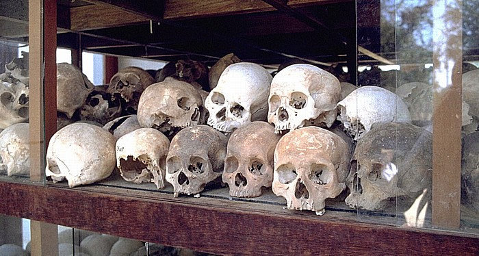 Phnom Penh Killing Fields von Choeung Ek: Totenschädel in der Gedenk-Stupa