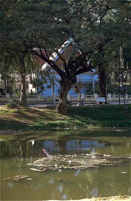 Siem Reap Im Hintergrund die Sihanouk-Villa.
