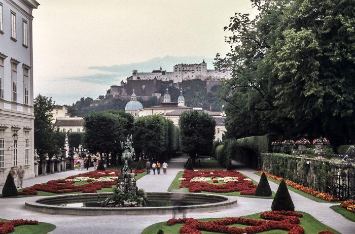 Salzburg Mirabellgarten, im Hintergrund die Festung Hohensalzburg Dom Schloss Mirabell