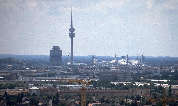 Blick vom Fröttmaninger Berg: BMW-Hochhaus, Olympiaturm, Olympiastadion München