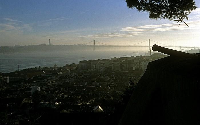 Blick vom Castelo de São Jorge: Baixa Lissabon 2002
