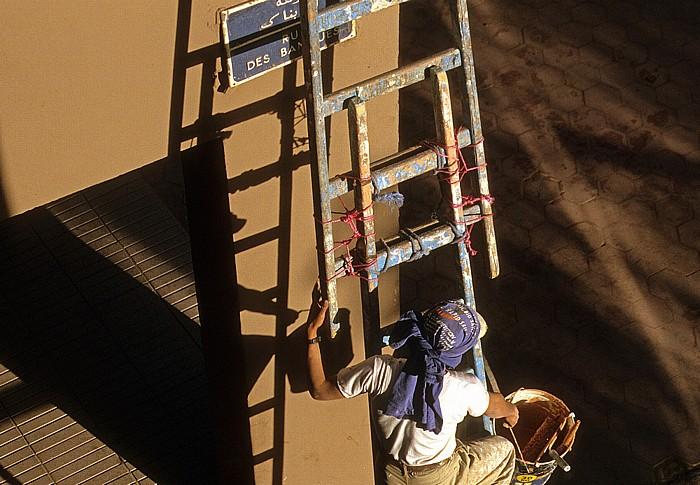 Ouarzazate Maler bei der Arbeit