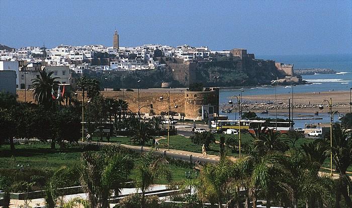 Rabat Blick auf die Kasbah mit der Moschee El-Atika Andalusische Mauer Bou Regreg