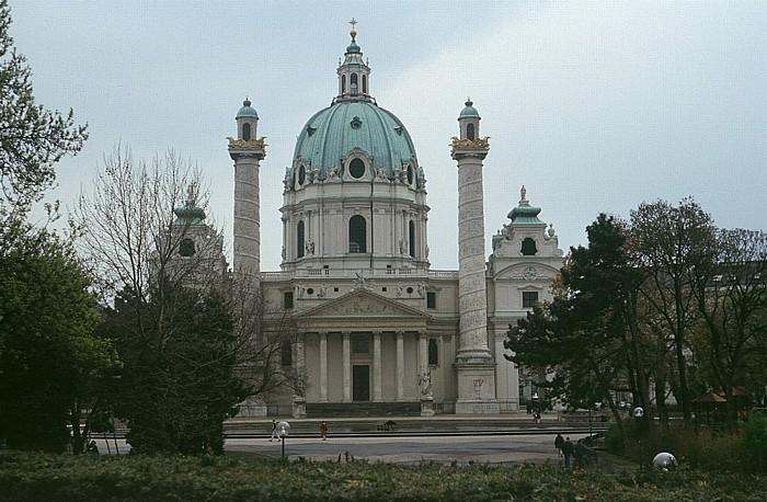 Wieden (IV. Bezirk): Karlsplatz, Karlskirche Wien 2003