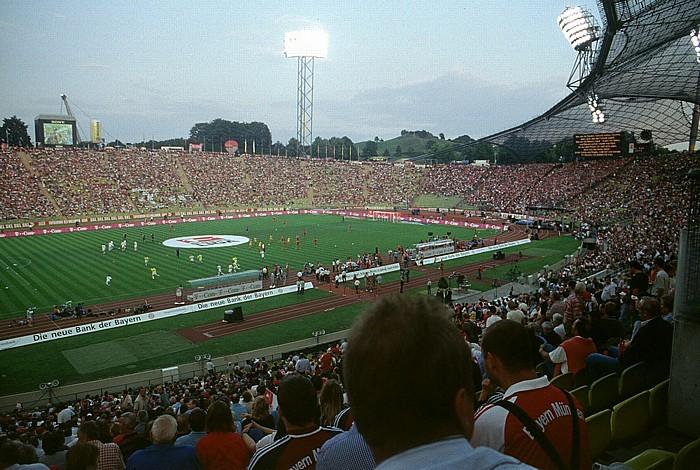 Olympiastadion: Gegentribüne, Südkurve und Haupttribüne München 2003
