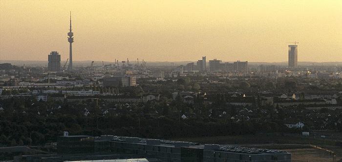 München Blick vom Fröttmaninger Berg BMW-Hochhaus Olympiastadion Olympiaturm Olympisches Dorf Uptown-Hochhaus