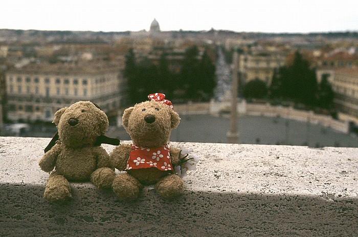 Rom Teddy und Teddine oberhalb der Piazza del Popolo