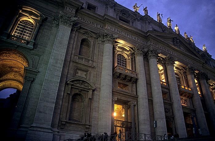 Vatikan Petersdom: Portikus