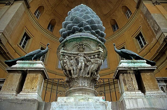 Vatikanische Museen: Cortile della Pigna Belvedere-Palast