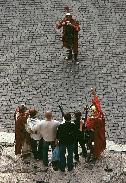 Kolosseum: Blick auf die Piazza del Colosseo Rom