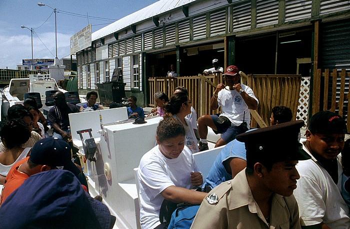 Belize City Boot an der Fährstation