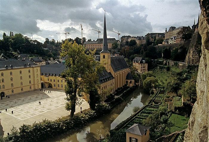 Luxemburg Blick aus den Bock-Kasematten: Unterstadt Grund mit St. Johann