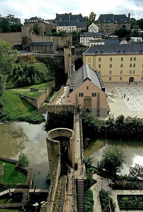 Luxemburg Blick aus den Bock-Kasematten: Unterstadt Grund mit Wenzelsmauer
