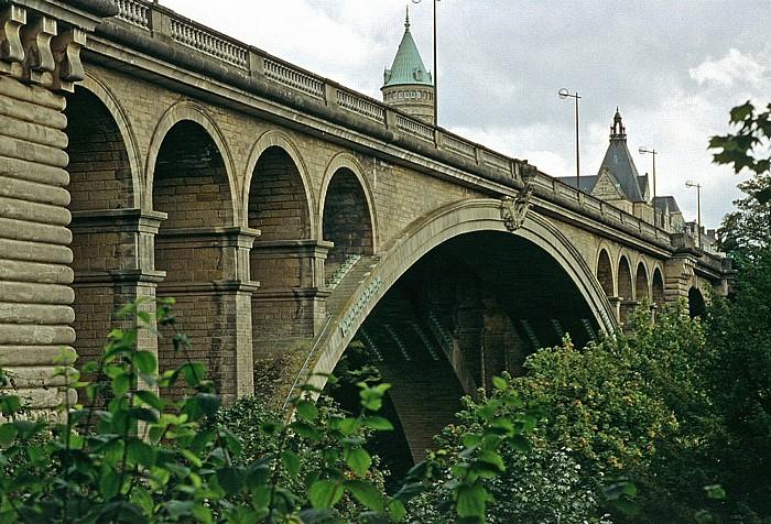 Luxemburg Adolphe-Brücke Staatsbank und Staatssparkasse