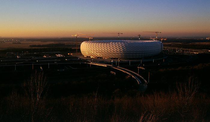 München Blick vom Fröttmaninger Berg: Allianz Arena