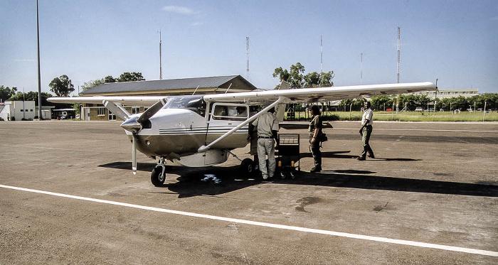 Maun Flughafen: Cessna 206